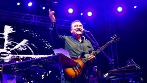 ÜMİT BESEN'İN MUHTEŞEM KONSERİ İLE KAYISI FESTİVALİ SONA ERDİ