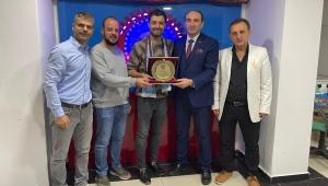 Trabzonlu Gençlerden Bir Ödülde Ömer Karakaş'a