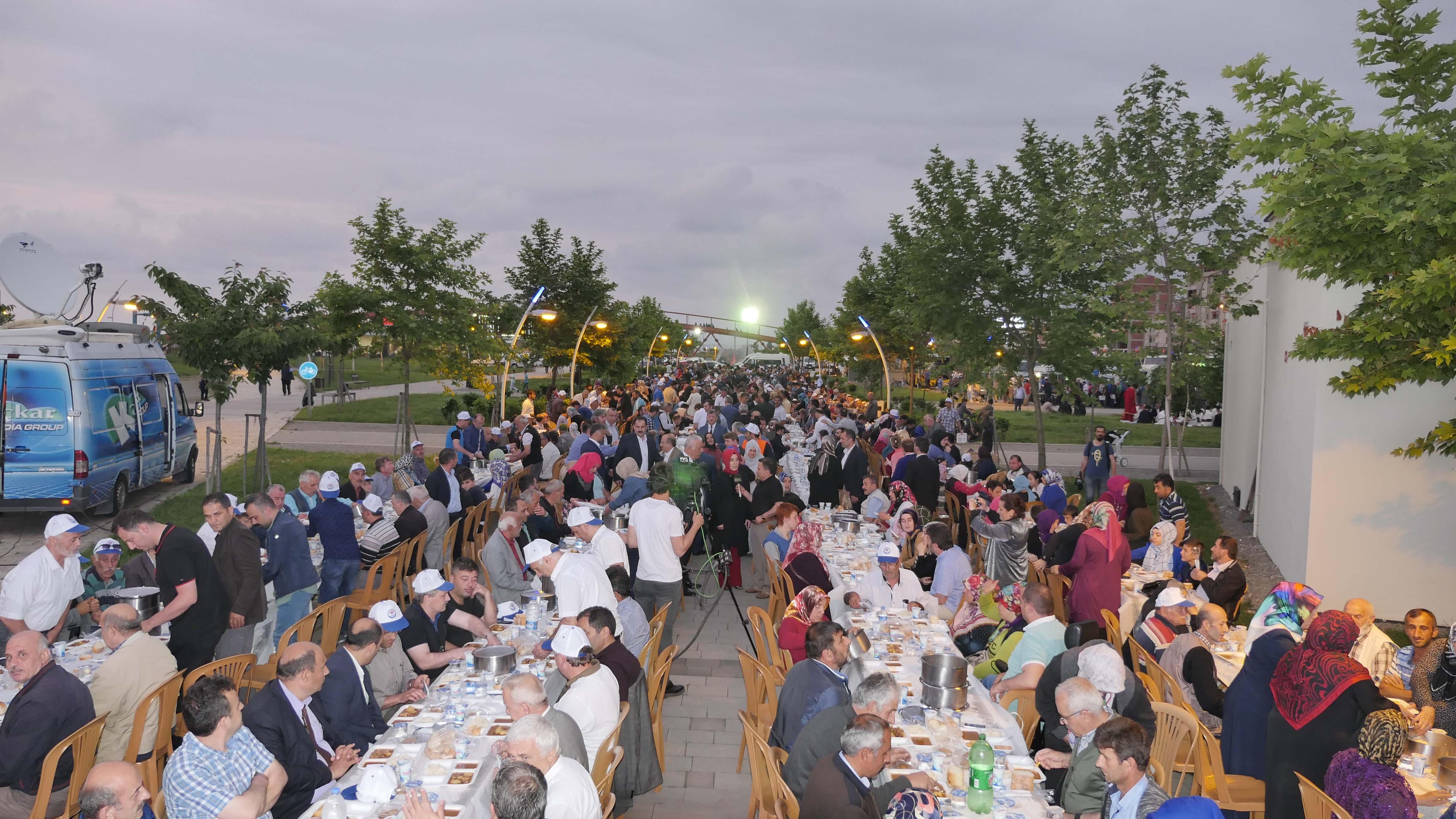 Arsin'de iftar coşkusu